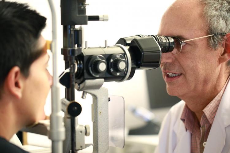 Resultado de imagen para oftalmologo paciente