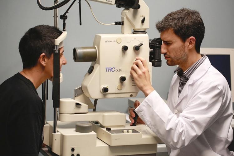Equipo médico de la Clínica de Ojos en A Coruña